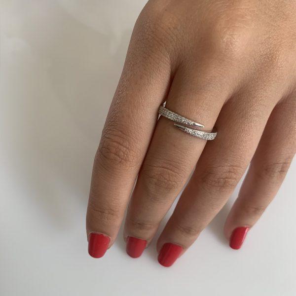 טבעת כסף שורת זירקונים מנוגדת